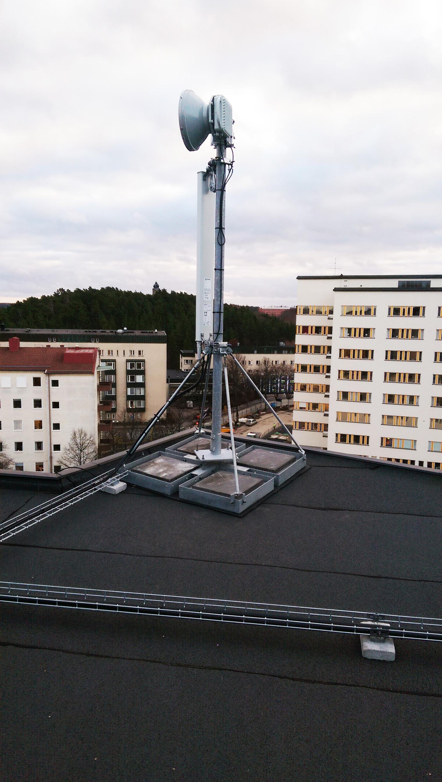 Länk och antennmontage tak