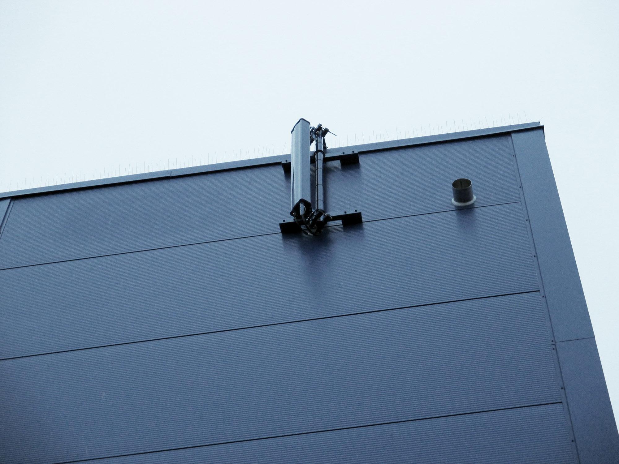 Väggmontage av antenn utsida